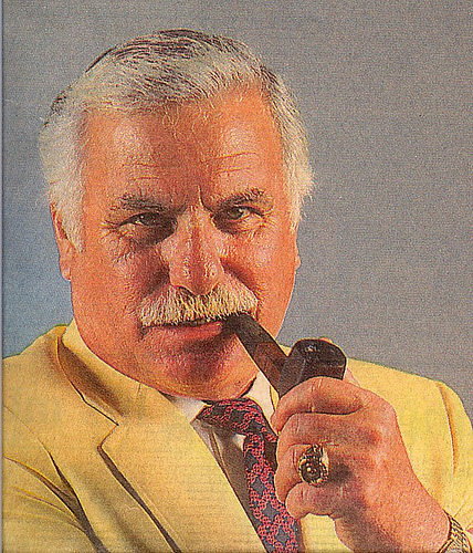 Howard Schnellenberger1